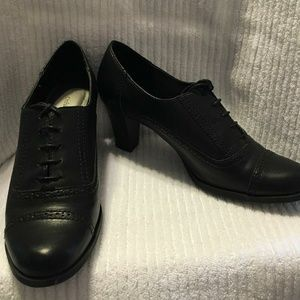 NWOB Black leather oxford-style heels (size 10)